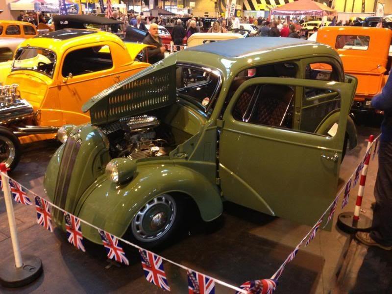 classic car, retro car, modified car, modification, classic car modification, custom car, hot rod, Ford, Ford Zodiac, Ford Thunderbird, Rover 800, Mercedes-Benz, carandclassic, carandclassic.co.uk. motoring, automotive